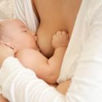 Femija dhe qumeshti i gjirit te nenes
