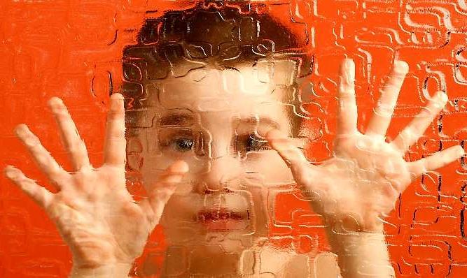 Autizimi tek femijet dhe simptomat ne shtatezani